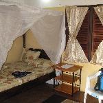 Landestypische Zimmer, allerdings mit weitaus besseren sanitären Anlagen als anderswo
