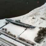 pogled s vrha memorijala na U-995 (i 2-3 debila koji su po toj mećavi na ispod nule tjerali kite