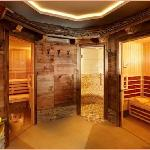 Our spa and relaxation area with sauna, steam room and infra-red therapy cain