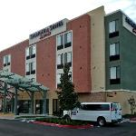 Hotel Exterior - on MacArthur close to SNA airport