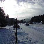 Blick aufs Skigebiet von vor dem Hotel aus