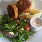 Salmon Fishcakes with Potatoes & Horseradish Dill Mayo