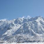 白銀の立山連峰。晴天の中、美しいです。