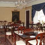 elegantly beautiful breakfast room