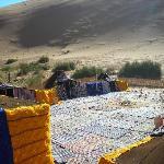 Bivouac privé isolé au pied d'une des grandes dunes