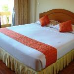 Sauberes Bett mit guter, fester Matratze