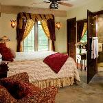 Magnolia Suite - Cozy with queen size bed and views of waterfall.  Oversized shower with rainmak