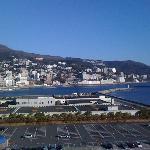 ホテル・後楽園から熱海の町を見ました