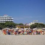 veduta dell'hotel dalla spiaggia