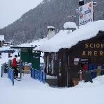ski school behing hotel