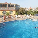 La piscina per grandi e bambini