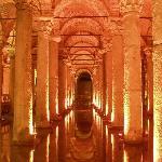 神秘的な空間の地下宮殿