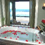 All rooms feature Oceanfront Jacuzzi Tubs!