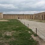 Plaza central de la fortaleza