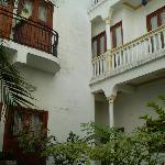 vista de las puertas de los balcones de las habitaciones