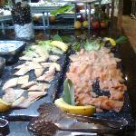 salmon en el buffet de desayuno