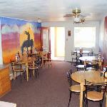 Wayside Motor Inn Monticello breakfast area