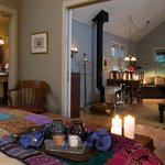 Annwyn cabin, filled with art and antiques, with an extended livingroom and woodburning stove