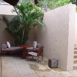 Terrace,coté entrée