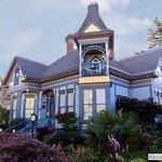 C'est La Vie Historic Inn