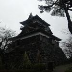 雨に濡れた古城