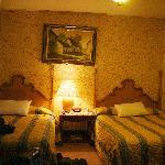 Twin Queen bed room.