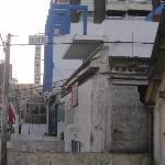 vista del hotel lateral y alrededores