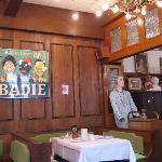 La salle à manger et ses poupées