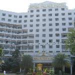 ホテル正面入り口です。大型ホテルの雰囲気です。
