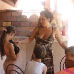 Vanessa avec de jeunes vacanciers