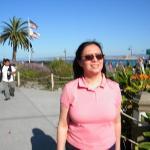 Ao fundo o mar e a cidade de Monterey.