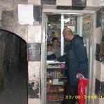 ŞAM'da Emevî Camii'nin arka sokaklarinda bir bakkal dükkanı