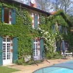 Chambres d'hotes Agès à Ousse Suzan façade et terrasse