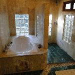 Beeeg bathroom