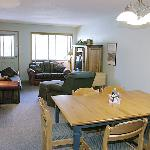 The Griz Inn - 1 Bedroom Suite