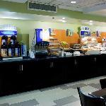 Holiday Inn Express Hotel  Brentwood Nashville Smart Hot Buffet Breakfast Room