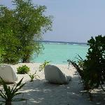 La plage privée (vue de l'entrée du bungalow)