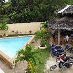 Swimming pool, bar & bikes for rent.