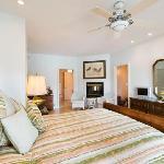 Emerald Vista Suite - Lakeside Illahee Inn