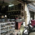 古い時計を売るお店