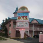 Photo of Fawlty Towers Resort Motel