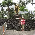 My wife at the statue of King Kamahemahe