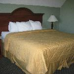 King Bed - Rm 319 - Honeymoon Suite