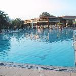Pool mit Blick auf Hauptgebäude