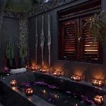 Special and unique outdoors showers and bath tubs.