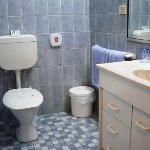 Sandstock Motor Inn bathroom