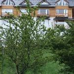 vista del hotel desde los jardines