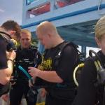 Scuba diving with simple life divers
