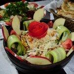 Vorspeise: Salat mit Poulet und Nüssen