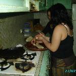 preparation des crepes du matin avec rachida